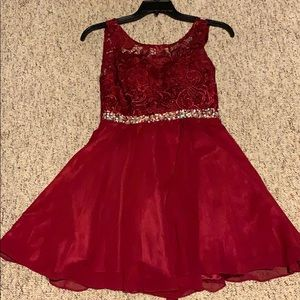 Dresses & Skirts - Maroon colored homecoming dress.